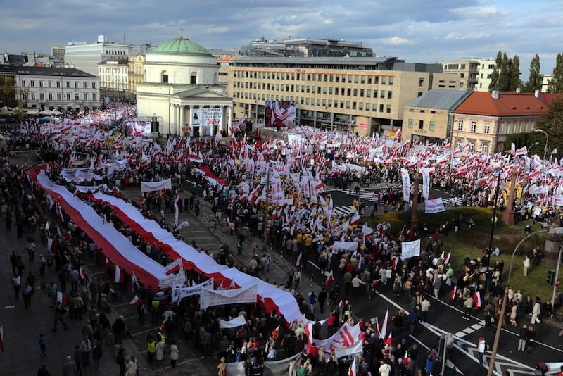 Десятки тыс. поляков протестуют против реформы образования