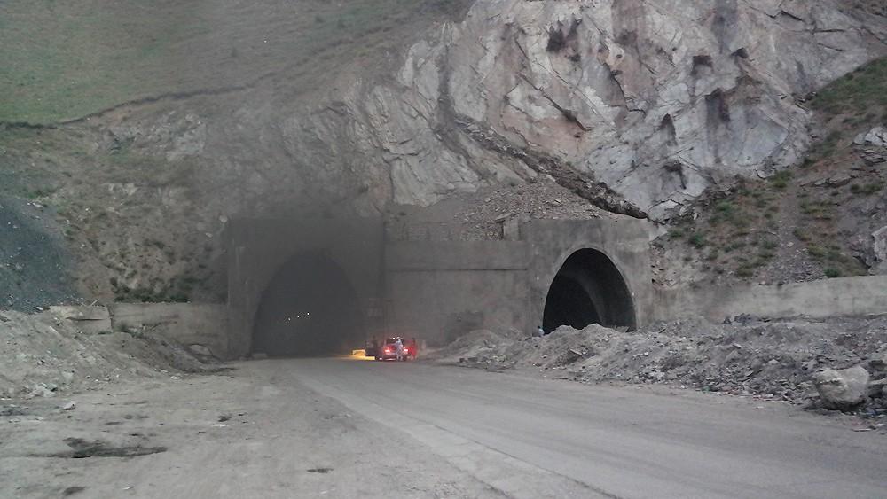 Селевой поток вКитайской республике заблокировал рабочих вавтомобильном тоннеле