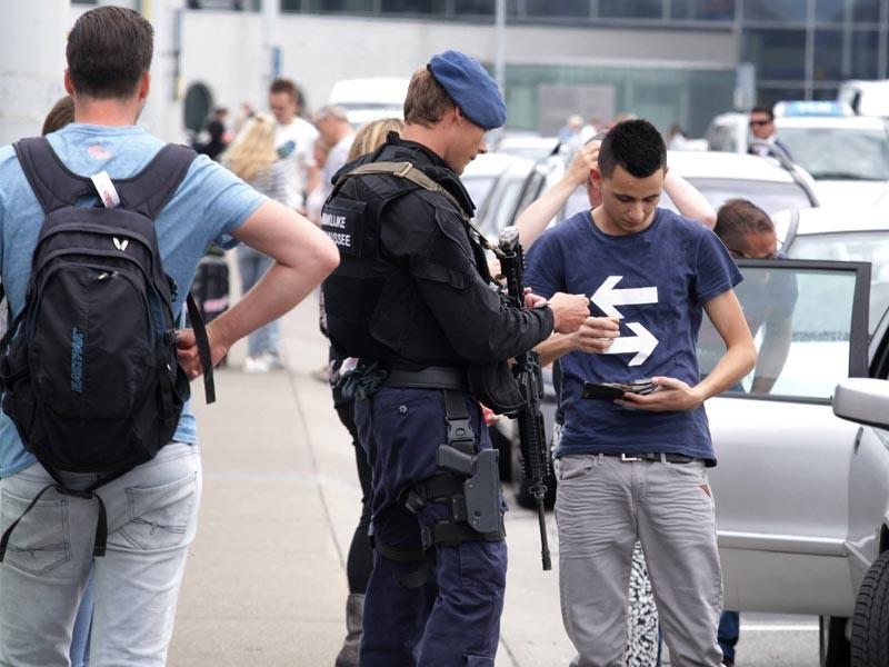 Милиция задержала 166 участников митинга против полицейского насилия вНидерландах