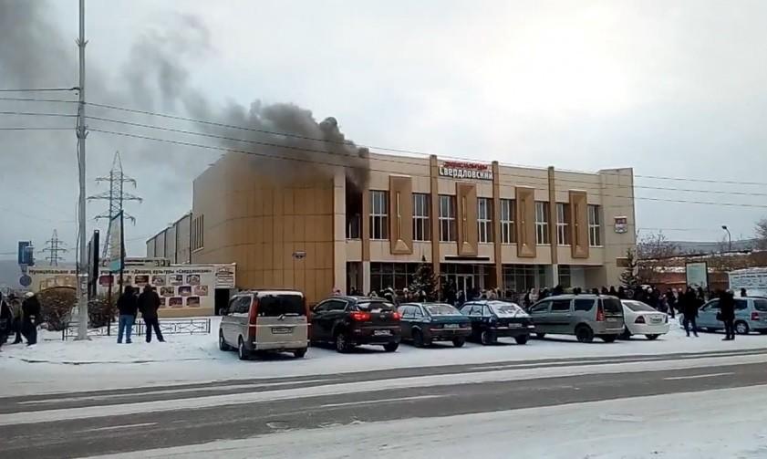 Пожар вместо концерта. неменее ста детей эвакуировали изгорящегоДК вКрасноярске
