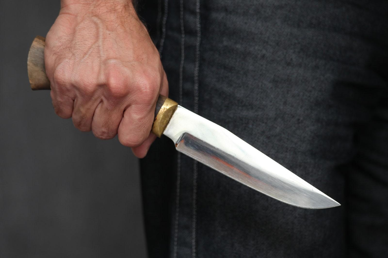 Киселевчанин ранил ножом своего соседа, заподозрив его вкраже воды