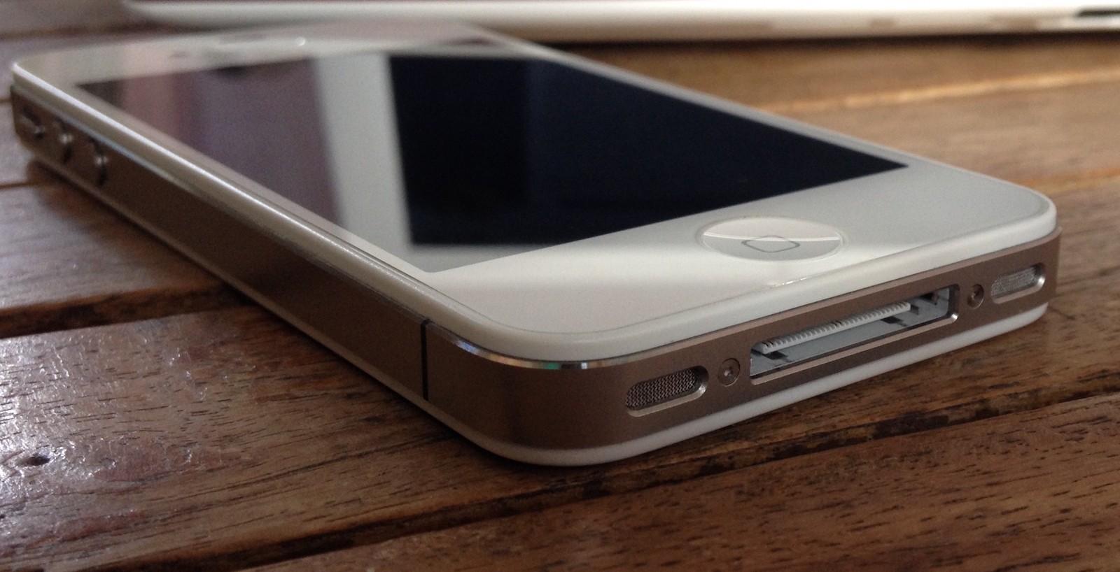 Пролежавший 1,5 года надне озера iPhone 4 работает без сбоев