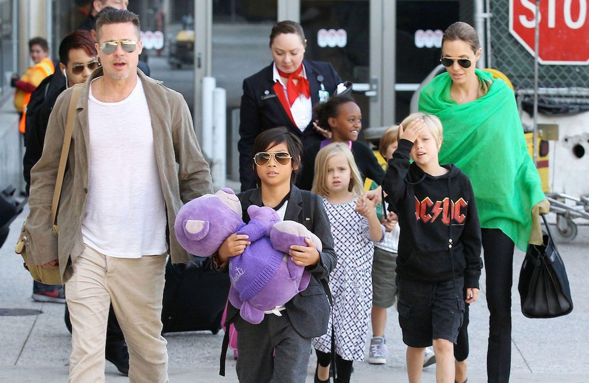 Джоли иПитт помирились ради детей