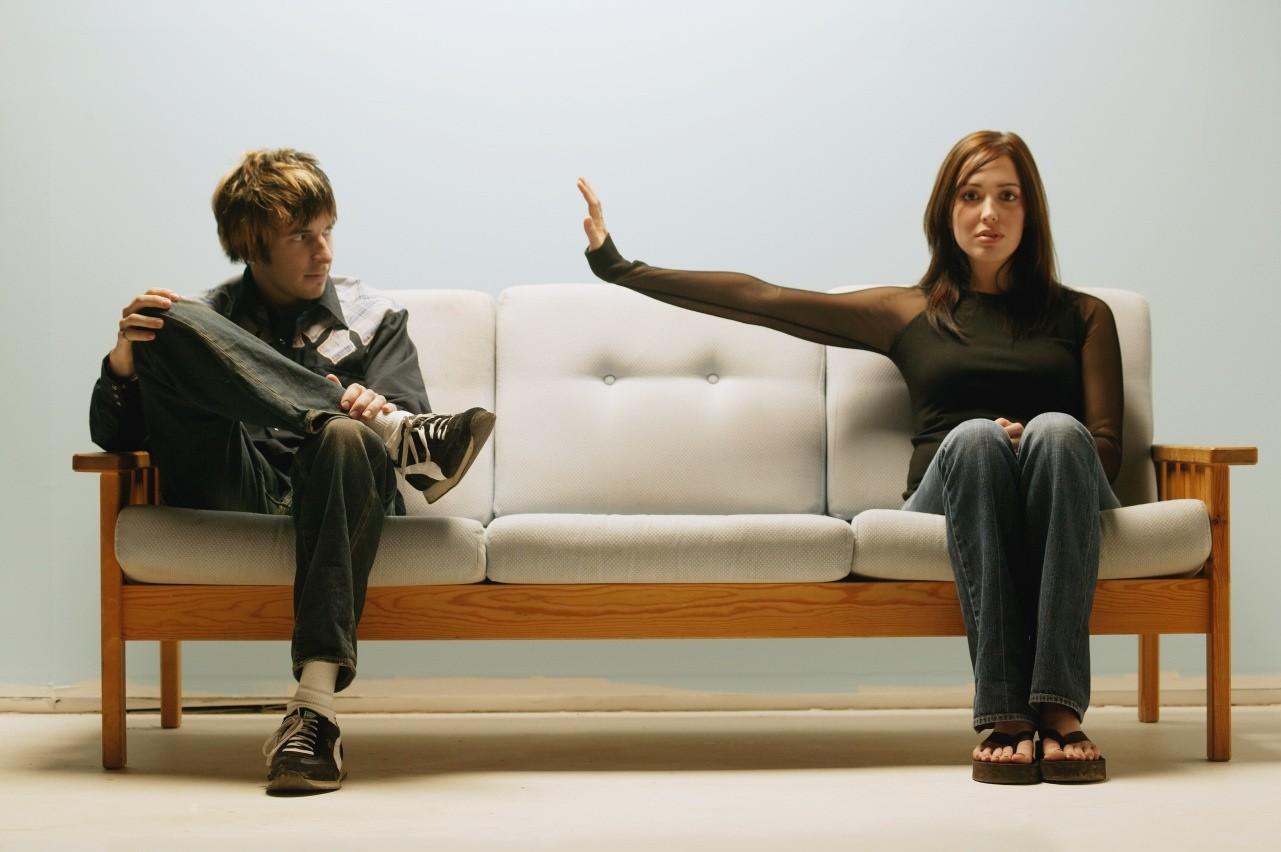 Психологи узнали, почему многие люди остерегаются физических контактов