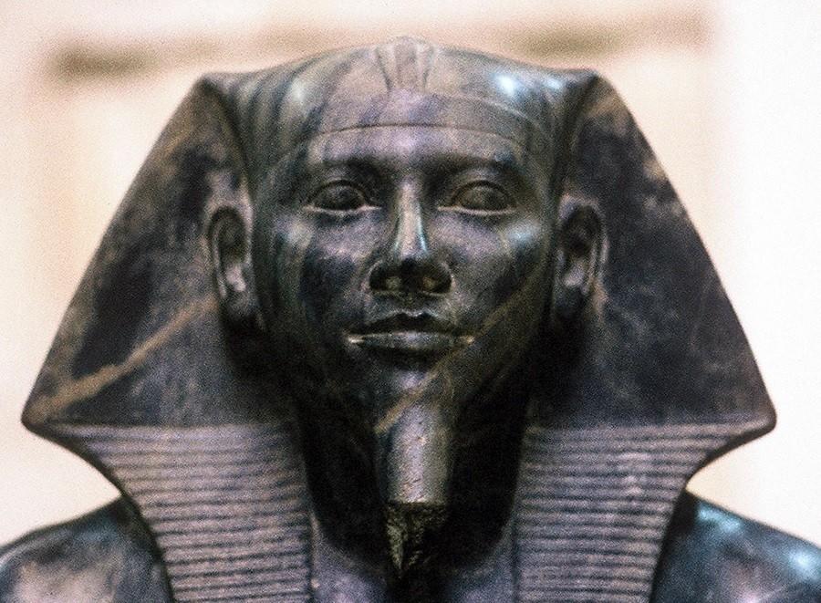 ВЕгипте отыскали обнаружили старинный порт стайником