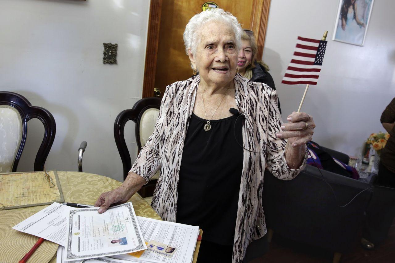 ВНью-Йорке престарелая Америка наконец-то получила гражданство