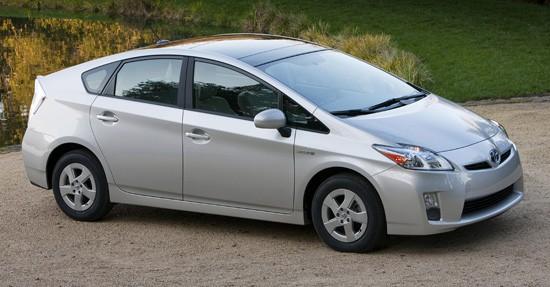 ВИндии прошел предварительный показ нового гибрида Тоёта Prius
