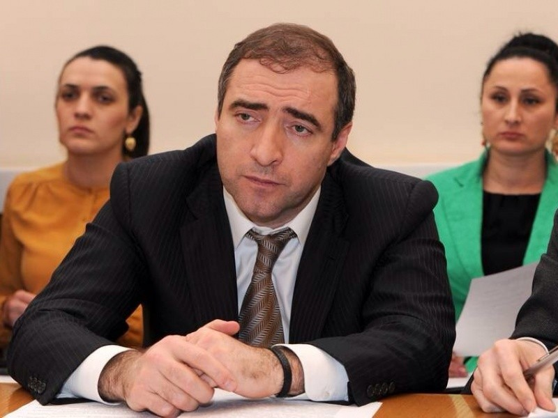 Абдулатипов сократил вице-премьера Дагестана Артура Сибекова