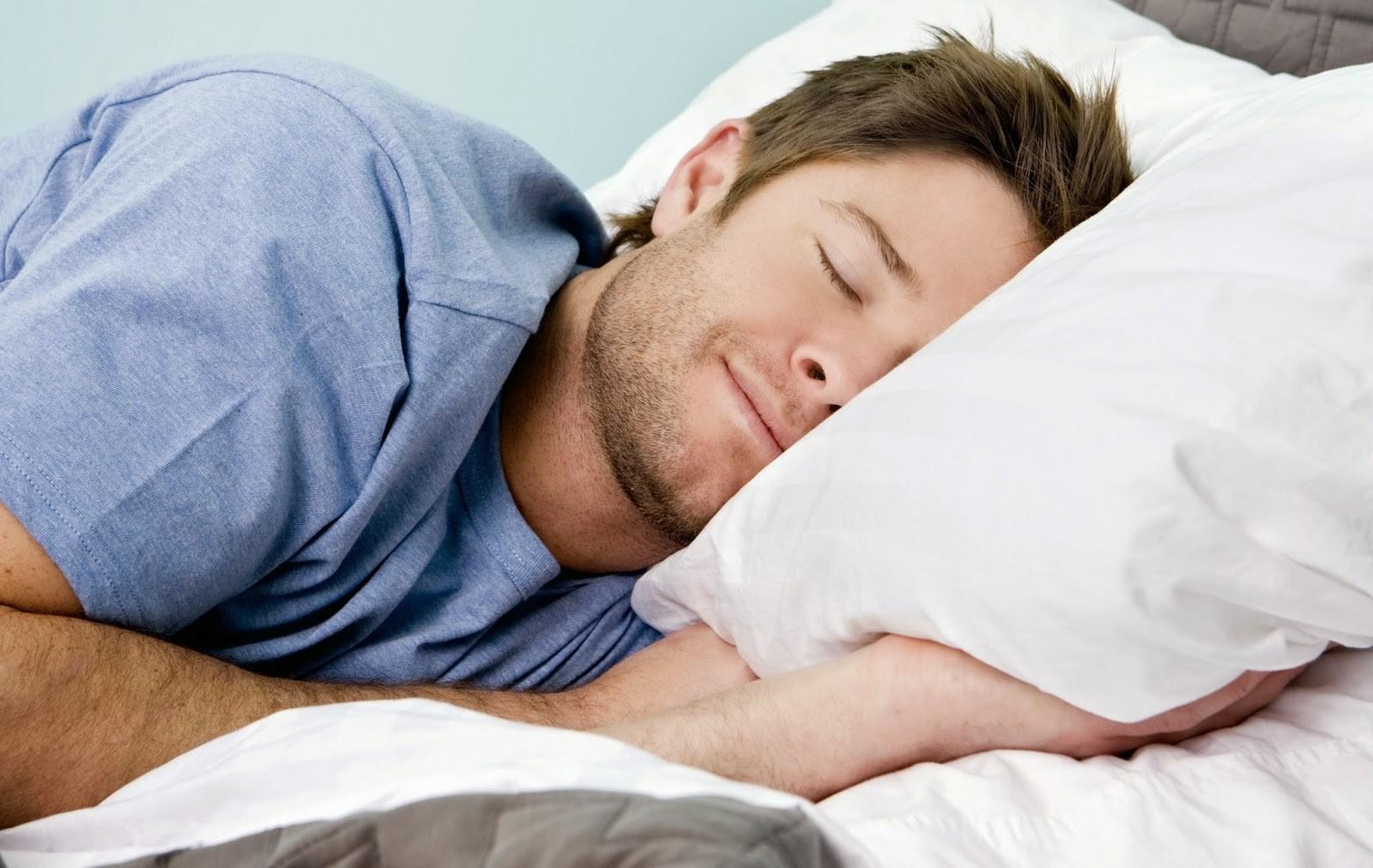 Ученые: Современный человек спит на2 часа менее