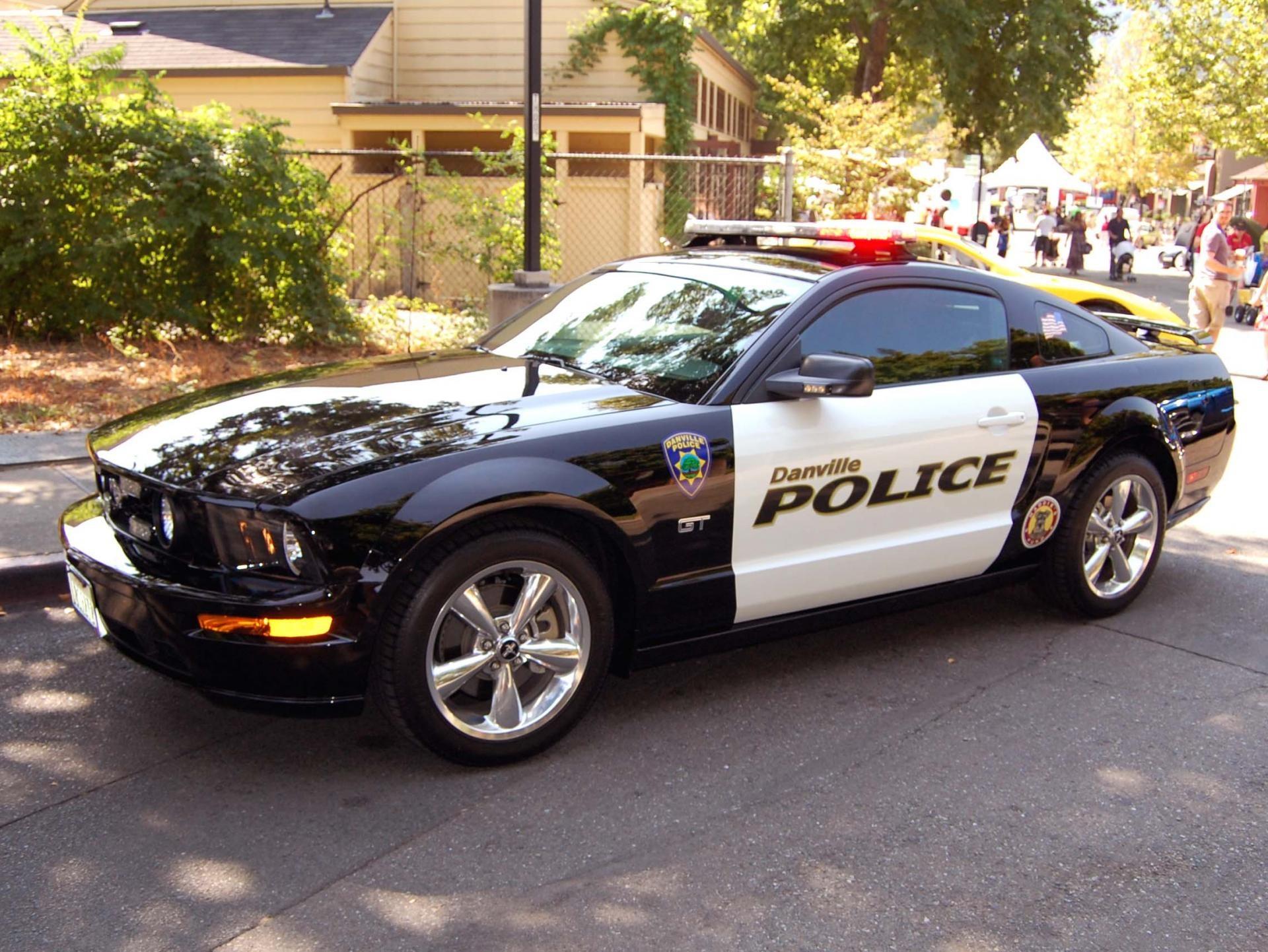Серенький волчок: Форд Mustang превращен встража порядка