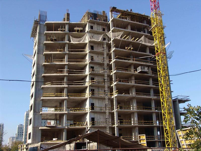 Двое рабочих погибли, сорвавшись свысоты 17 этажа настройке вЕкатеринбурге