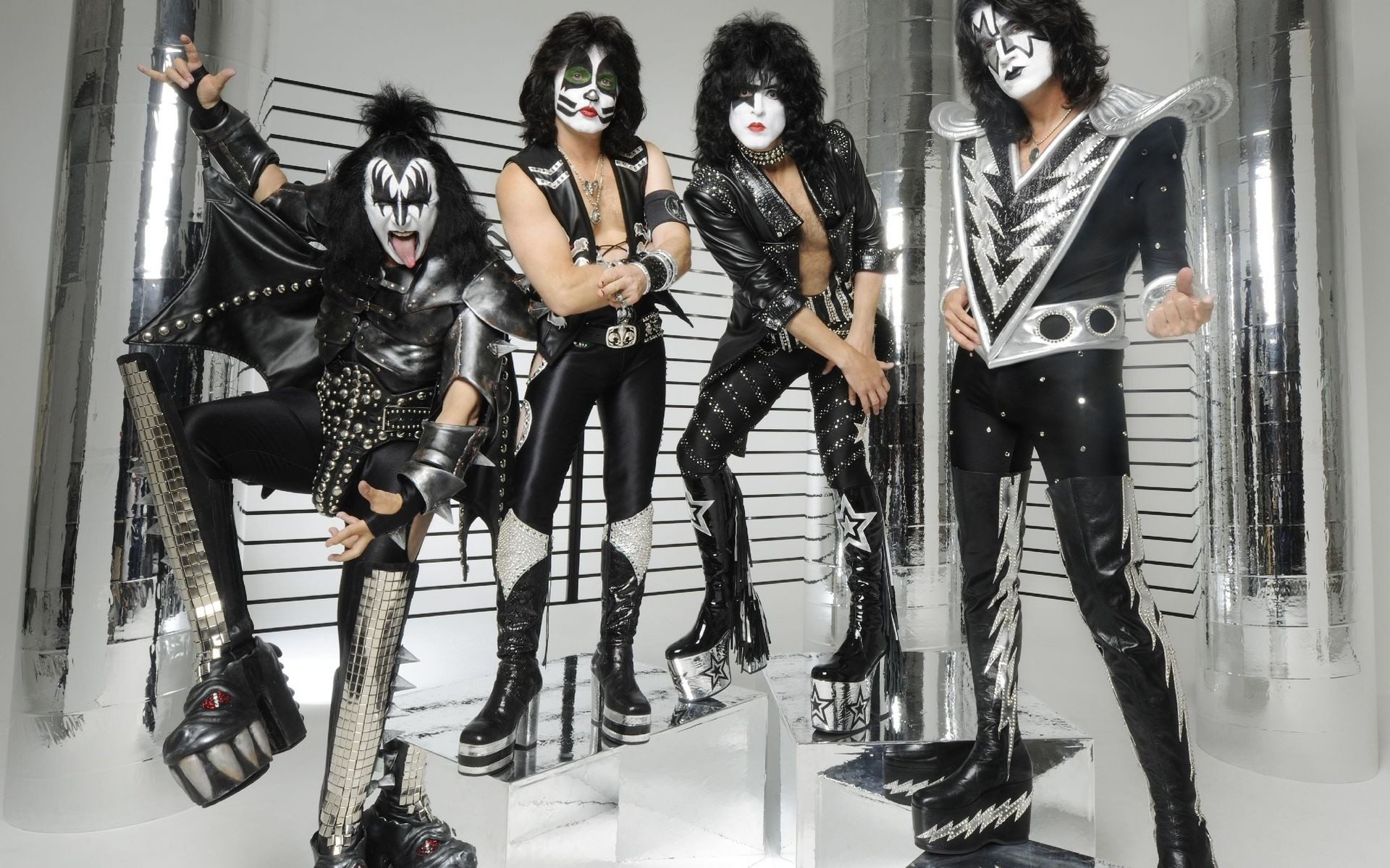 Рок-группа Kiss начнет европейский тур сконцерта в столице