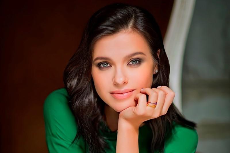 Елена Темникова показала фото без макияжа