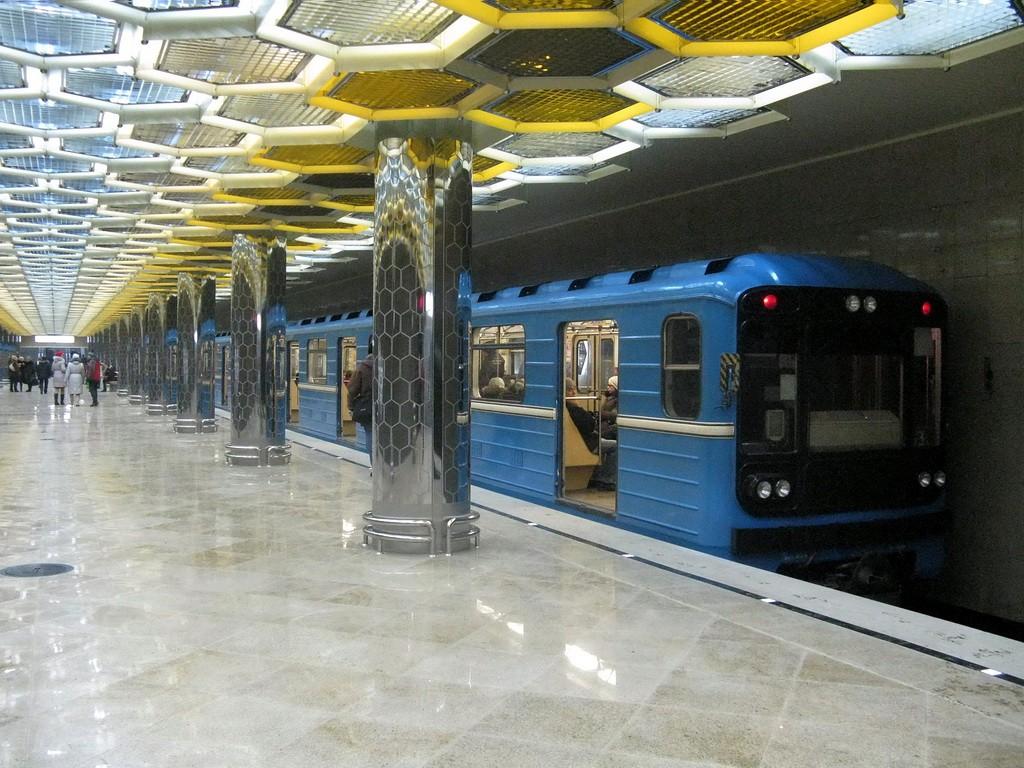 ВЕкатеринбурге женщина упала под поезд метро