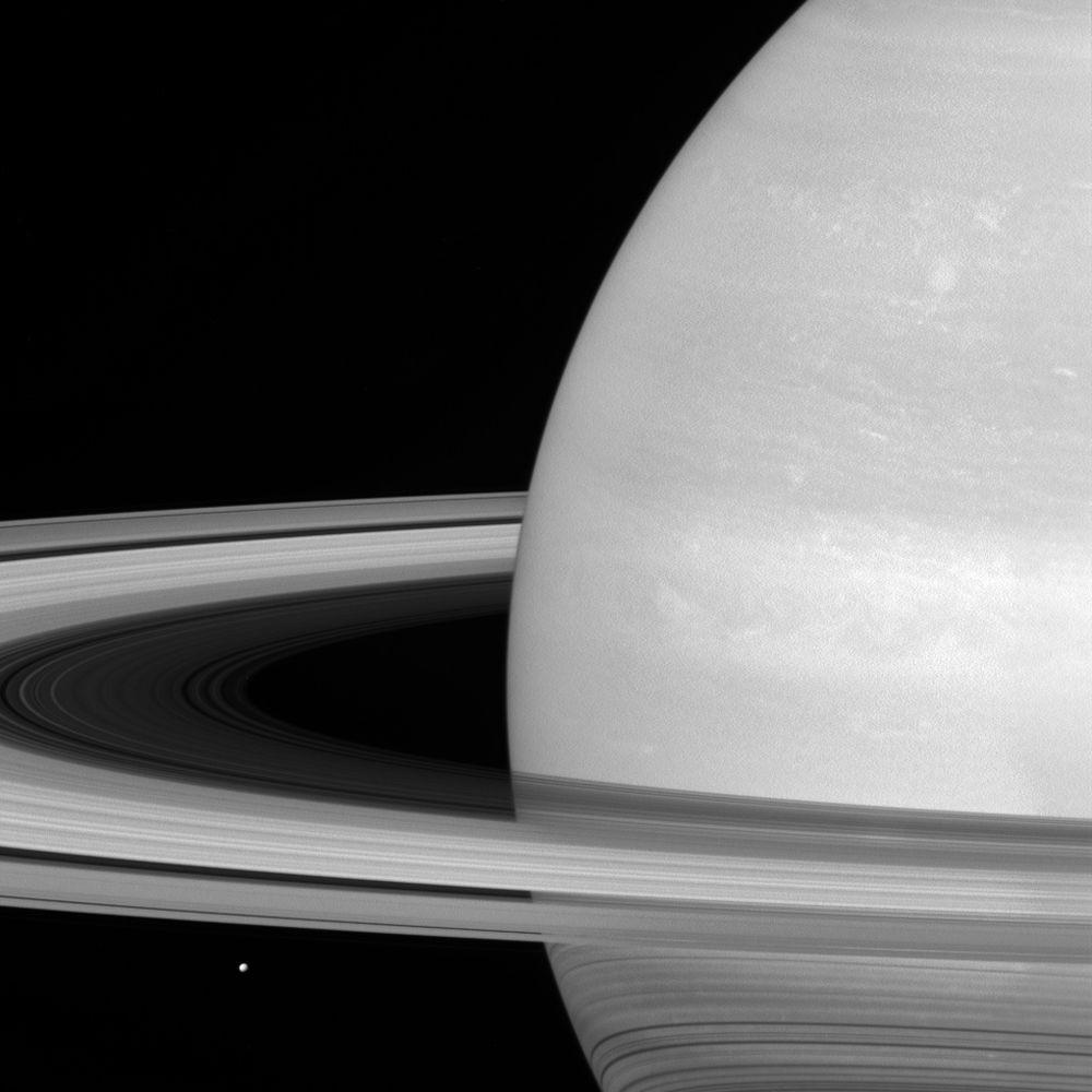 NASA публикует первые фотографии Сатурна