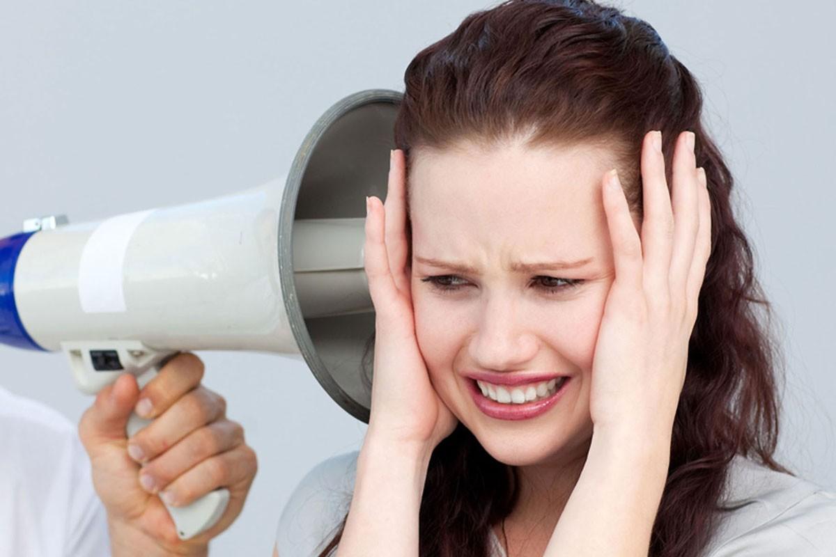 Звук вушах предупреждает оглухоте