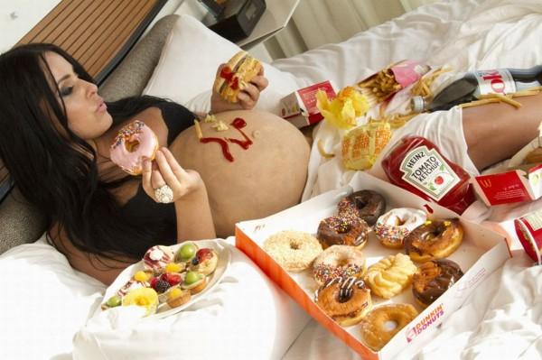 Если мама страдает ожирением, существует вероятность развития у детей СДВГ
