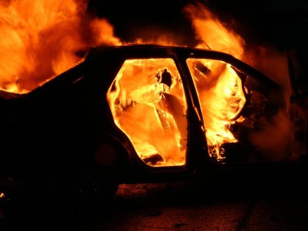 В США сотрудник ФБР погиб в загоревшемся автомобиле Tesla
