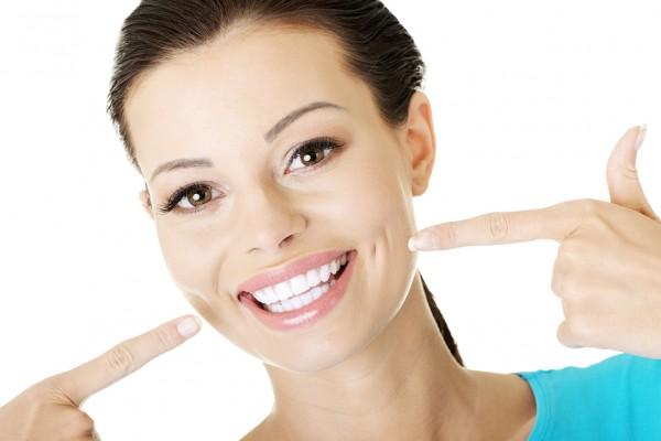 Ученые: намеренная улыбка не прибавляет счастья
