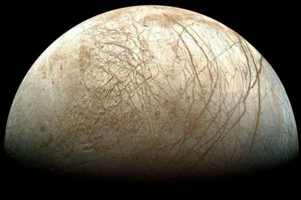 NASA указало будущим миссиям траектории полета в атмосфере спутника Юпитера Европы
