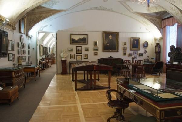 Выставка «Квартирный вопрос» начнет работать в литературном Госмузее