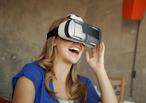 40% британских женщин убеждены, что технология VR может сделать секс более приятным