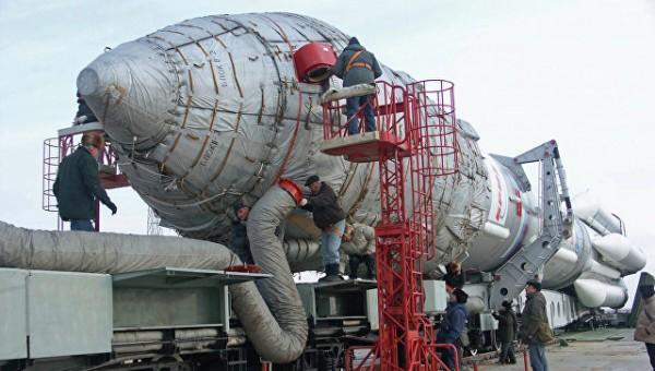 На Байконур доставлена ракета «Протон-М» с разгонным блоком