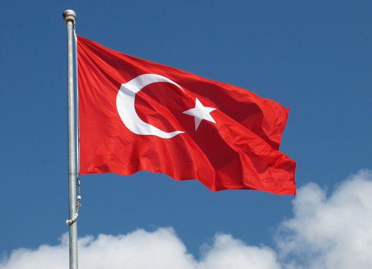 Власти Турции назначили налето референдум поизменению конституции