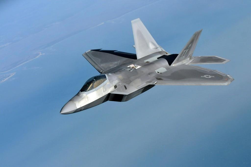 F-22 Raptor. Самолет-невидимка, который видят все