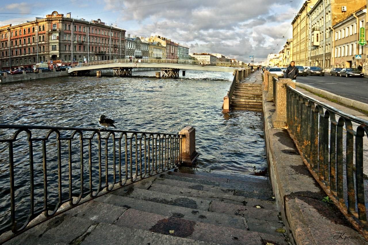 ВСанкт-Петербурге мужчина столкнул вФонтанку девушку заотказ взнакомстве