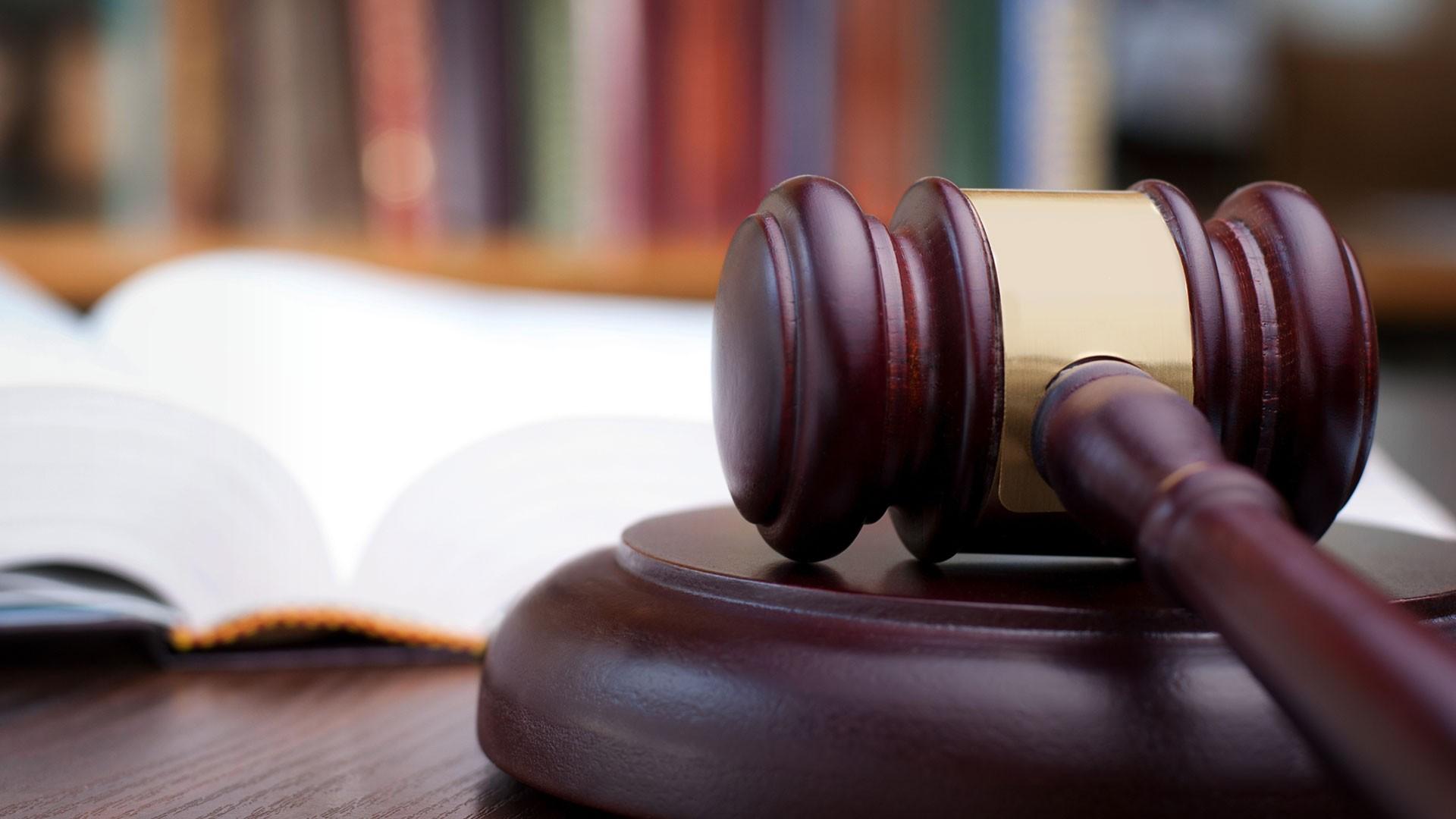 Экс-ведущему программы «Суд идет» предъявили обвинения вмошенничестве