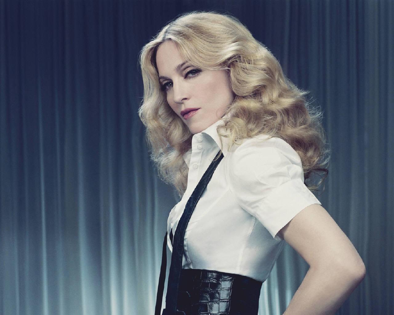 Мадонна вставила вягодицы силиконовые импланты