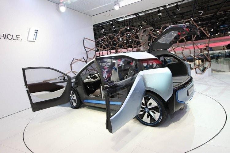 БМВ вбудущем году собирается воплотить 100000 гибридов, акроме этого электрокаров