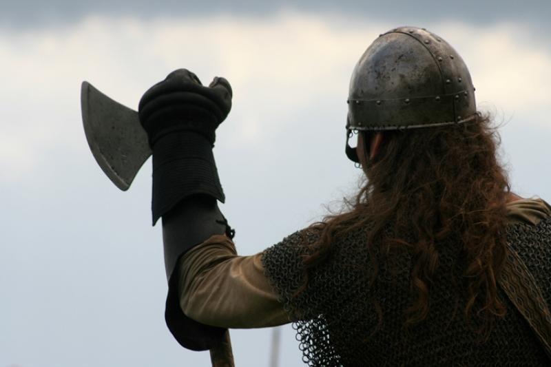 ВДании отыскали самый старинный набор инструментов викингов
