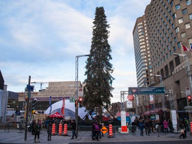 Граждане Монреаля высмеяли здешние власти из-за уродливой рождественской ёлки