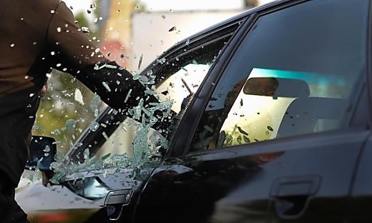Инфинити сбил 2-х стоящих наобочине водителей вПодмосковье
