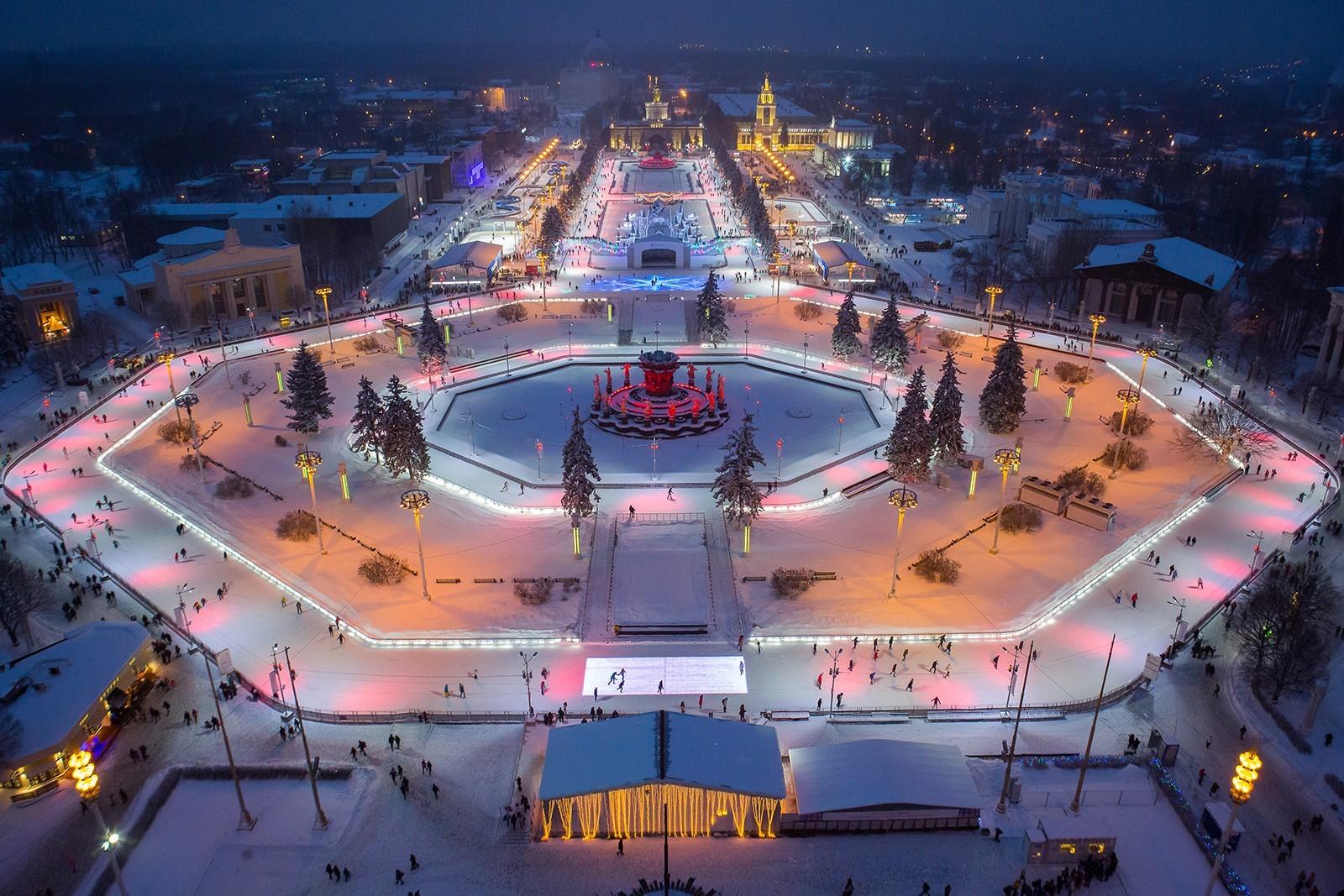 Каток наВДНХ в столице России признан наибольшим вмире