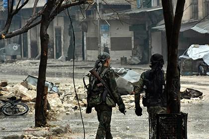 Армия Асада обстреляла конвой выходивших изАлеппо повстанцев,— спасатели