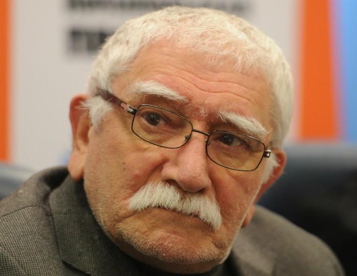 Натеатр Армена Джигарханяна подали всуд