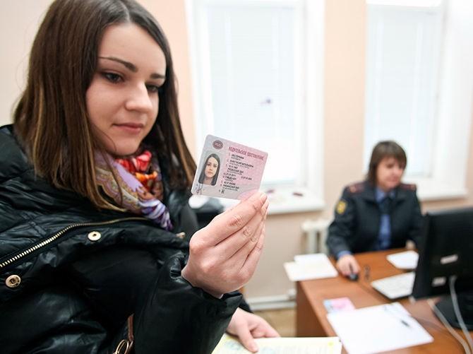 Со следующего года получение водительских прав в Москве подорожает