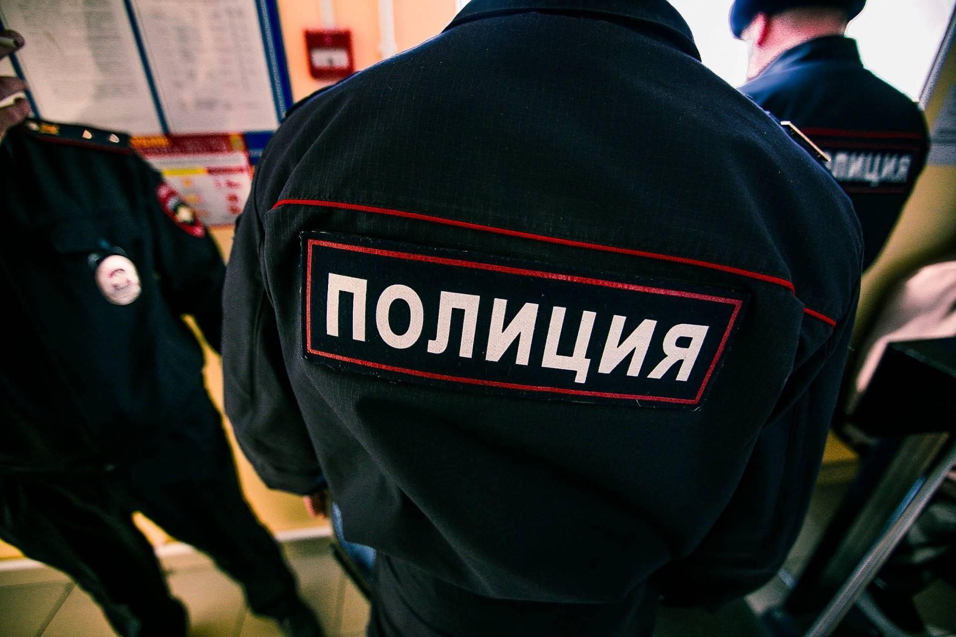 Гражданин Петербурга вызвал полицию, спасая супругу отлюбовника