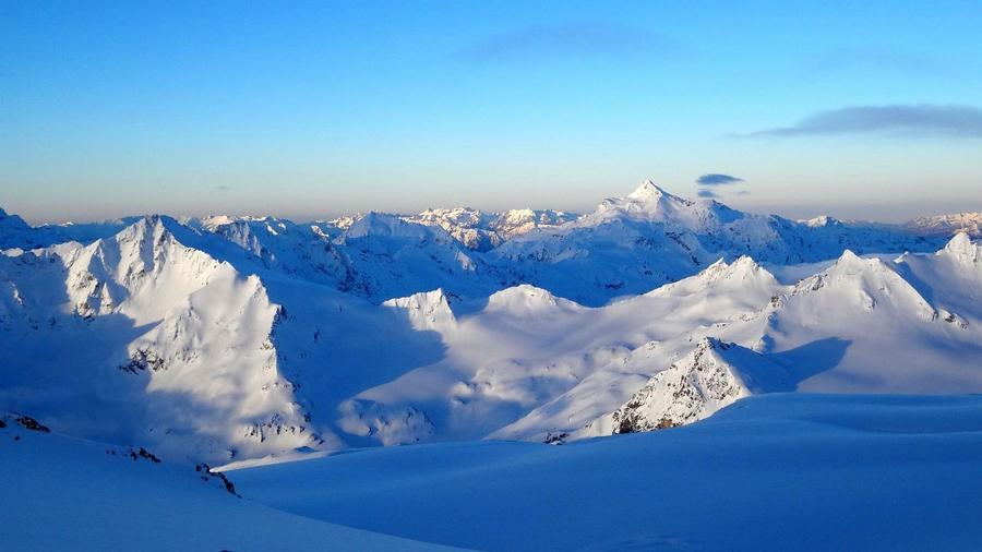 Поиски двоих альпинистов наЭльбрусе приостановлены