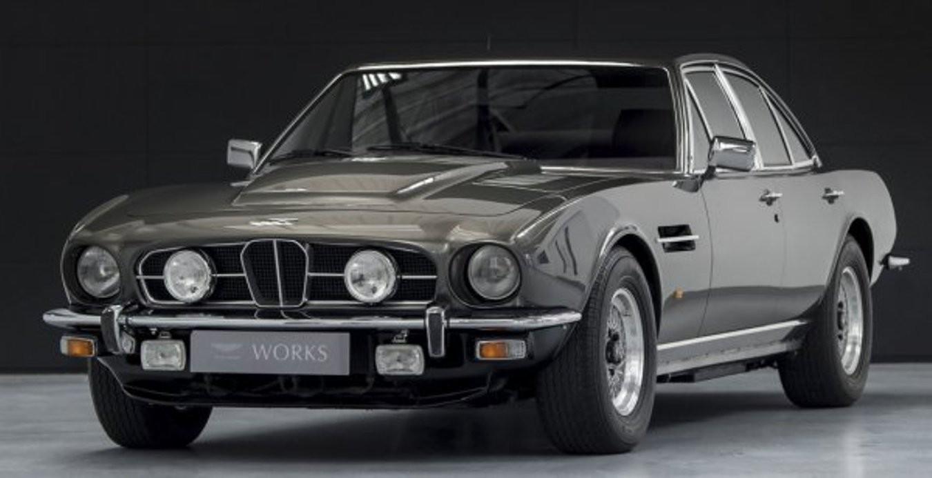 На реализацию выставлен необычайный Астон Мартин Lagonda 1974 года