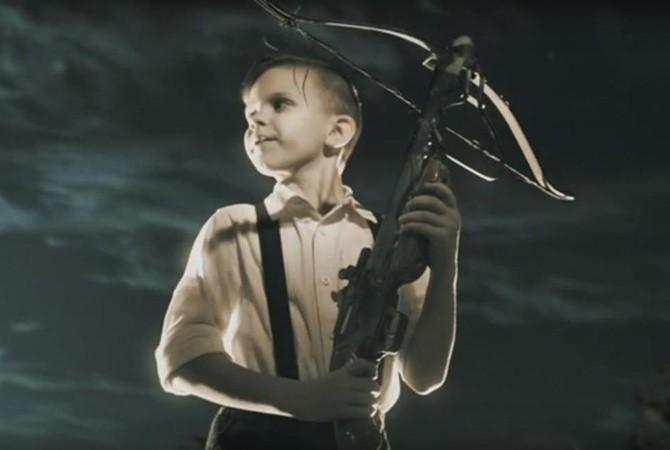 Олег Скрипка задействовал своих детей вновом клипе