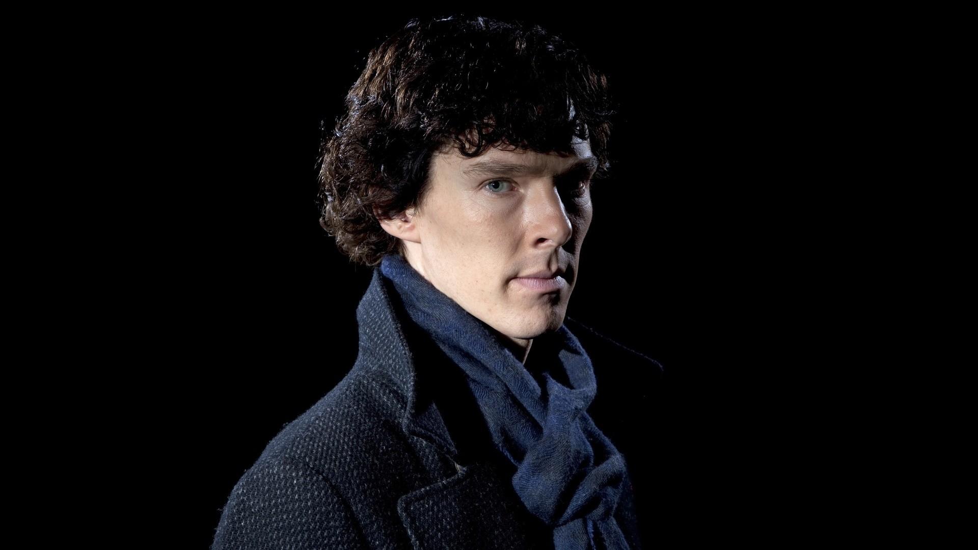 Бенедикт Камбербэтч пробует нечитать фанатские теории о«Шерлоке»