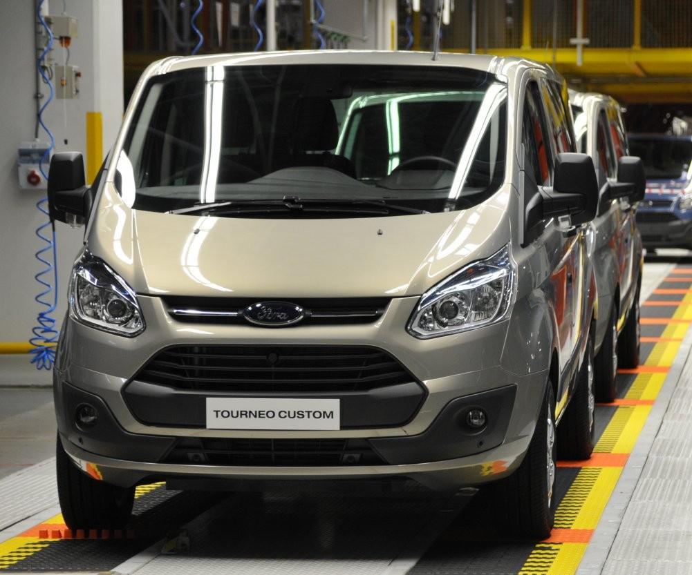 Ford рассказал, восколько обойдутся Transit Custom иTourneo Custom россиянам class=