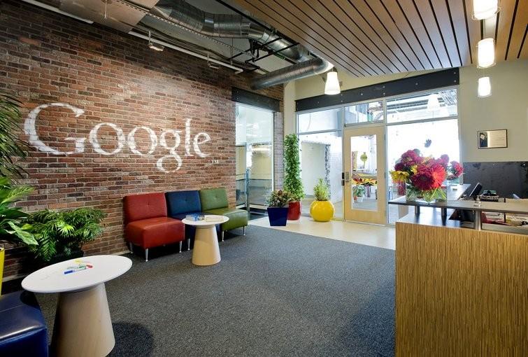 Менеджер Google осуждает компанию впоощрении шпионажа служащих друг задругом