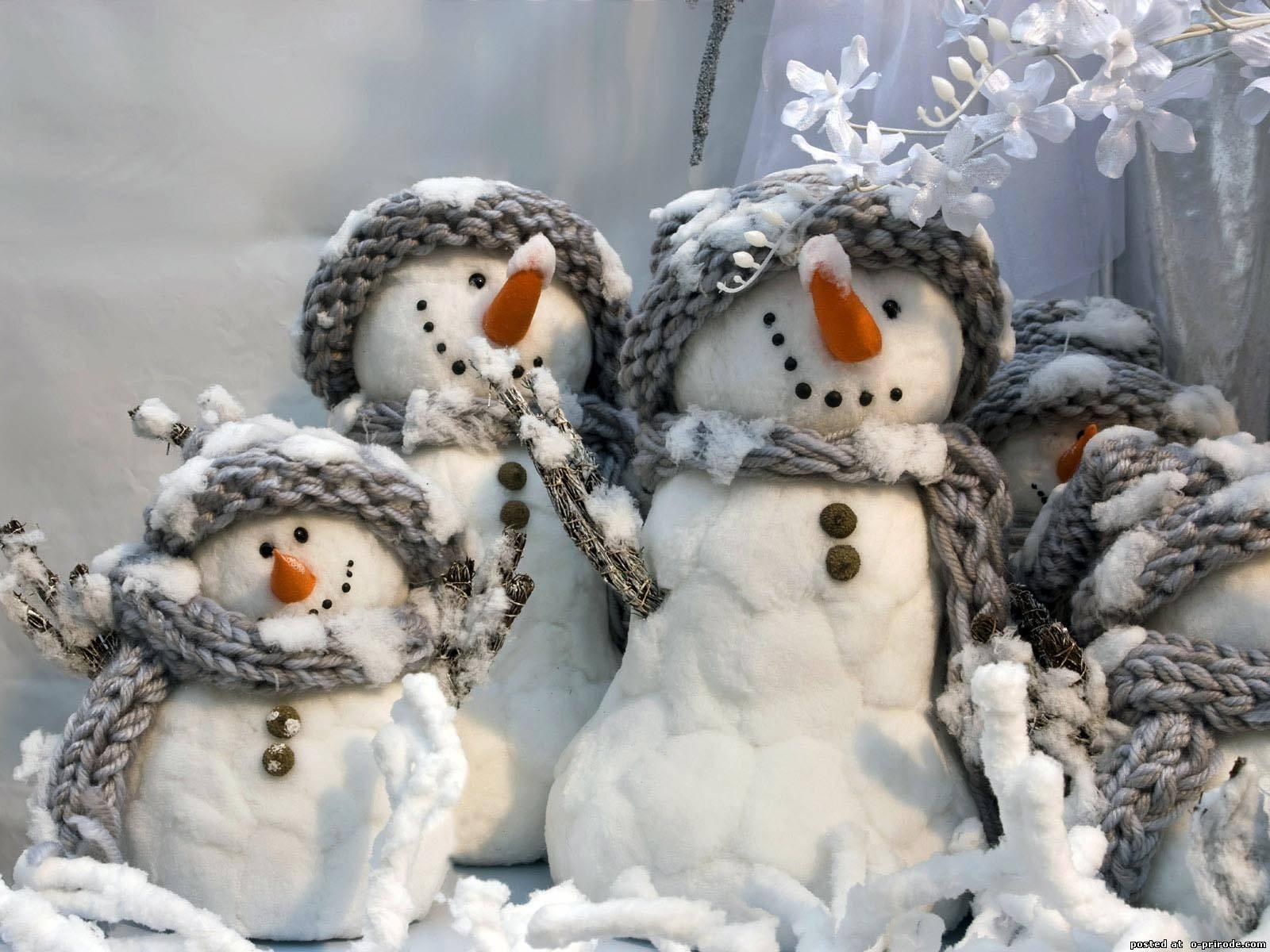 В «Поднебесной» слепили снеговика размером в11-этажный дом