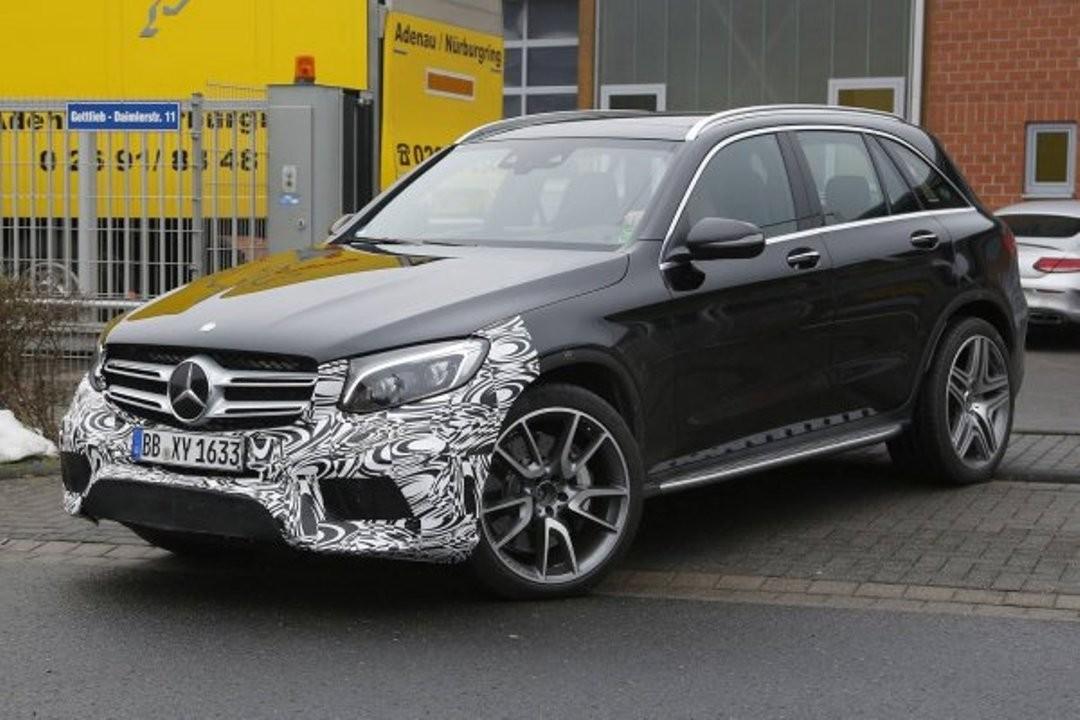 Фотошпионы снова на высоте: в Сети появились фото спортивного кроссовера Mercedes-AMG GLC 63