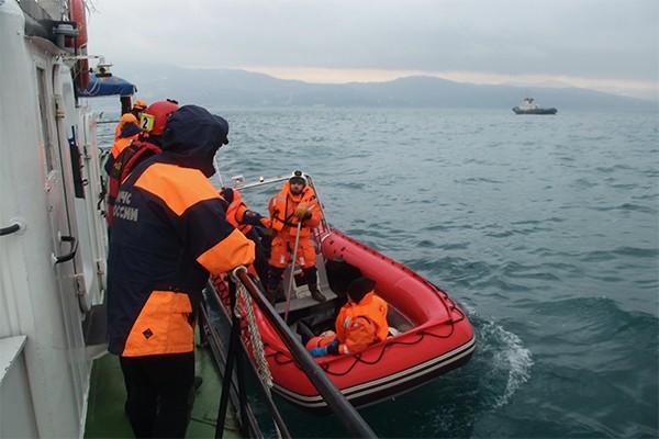 Тела некоторых погибших вкатастрофе Ту-154 отыскали вспасательных жилетах